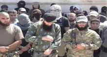 داعش يرجم شابين سوريين حتى الموت بتهمة المثلية الجنسية ويقطع رأس طبيبة لعلاجها رجال