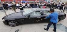 غضب الأثرياء وتحطيم السيارات