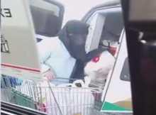 بالفيديو: ممرضات يتسوقن بسيارة إسعاف