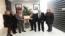 الجمعية الفلسطينية عطاء تقدم درع عطاء القدس لرئيس غرفة تجارة وصناعة رام الله والبيرة