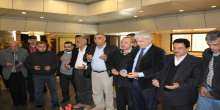 لجنة مسيرة العودة الى فلسطين ووفد لجان المخيمات يضعون اكاليل على ضريح شهداء المقاومة