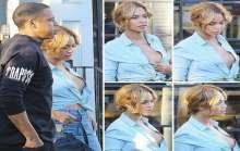 بالصور.. بيونسيه في موقف محرج بسبب فتحة قميصها