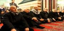حركة فتح والقوى الوطنية بالخليل تؤدي الصلاة جماعة بالذكرى الأليمة لمجزرة الحرم الإبراهيمي الشريف