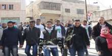نشطاء فلسطنيون يتحدون الاحتلال ويزرعون اشجار زيتون