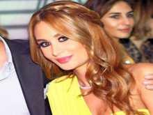 """صورة: زوجة رامي عياش """"باربي"""" بأقصر تنورة"""