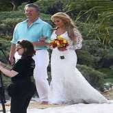 استوحي طلتك من الصور الأولى لزفاف النجمين جايسون ألدين وبريتاني كير