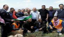 بمناسبة يوم الأرض زراعة أشجار الحرية والوفاء للأسرى في طوباس