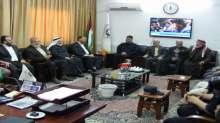 نواب غزة ينظمون زيارة تفقدية للدفاع المدني ويقدمون لهم مساعدة مالية