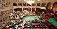 البرلمان الموازي في ليبيا يقيل رئيس الوزراء وسط انقسامات داخلية