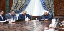 """""""الطيب"""" لوفد الكونجرس: لن نقبل العبث بأمن الخليج"""