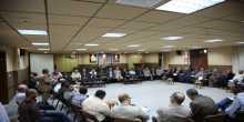 محافظ طولكرم عصام أبو بكر يلتقي فعاليات مخيم طولكرم بحضور مدراء الأجهزة الأمنية