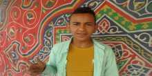 في غزة .. الطفل على حسان :من بائع سجائر الى مطرب شعبى ! .. فيديو