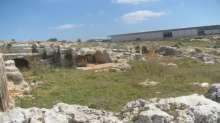 عشرات المستوطنين يقتحمون قرية أثرية في سلفيت