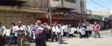 نشطاء من طولكرم يحتجون على غلاء الاسعار امام شركة دواجن فلسطين عزيزا