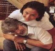سيلفي عباس النوري وزوجته.. شباب دائم