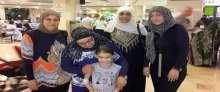 """مجموعة """"نساء القلعة"""" في شفاعمرو يقمن بزيارة تفقدية للطفلة الغزية نور الحاج"""