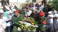 قوات الأمن الوطني الفلسطيني يزرعون الورود في مقبرة شهداء الجيش العراقي