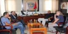 وفد من جمعية التضامن الفرنسية الفلسطينية يحل ضيفاً على بلدية يطا