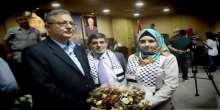 محافظ طولكرم يسلم مكرمة الرئيس محمود عباس لأوائل طلبة التوجيهي المتفوقين