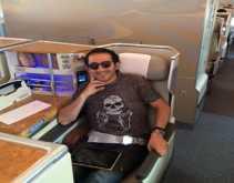 أحمد حلمي يلقن أحد معجبيه درسًا بسبب قناة السويس الجديدة