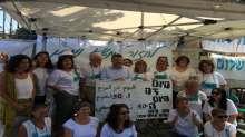 النائب جبارين يلتقي بالنساء المضربات عن الطعام في خيمة للاحتجاج