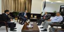 وزير الاشغال يلتقي السفير الياباني لدى فلسطين