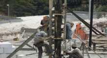 اتحاد العمال: تهديد الاحتلال بوقف 100 ألف عامل متاجرة بحاجة المواطنين