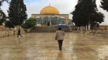 أمطار الخير في الأقصى والمصلون يتوافدون اليه