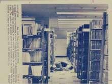 «تايمز» تنشر صورة نادرة لطالب سعودي عام 1975: كان يصلي داخل جامعته الأمريكية