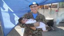 جنود اليونيفيل في جنوب لبنان يشاركون بتحضير الهريسة العاشورائية