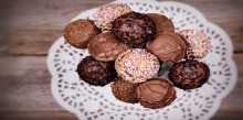 بالفيديو .. طريقة عمل كرات الشوكولاتة