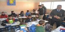 حركة فتح توزع القرطاسيه على الطلبة في مدراس سلفيت