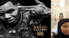 مغني الراب الأمريكي كيفين جيتس يبكي في مكة المكرمة
