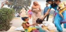 قرويون يعبدون طفلاً يشبه إله الحظ الهندوسي