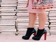 الجوارب مع الحذاء المفتوح