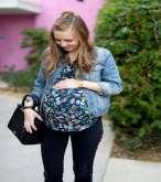 للحامل.. كيف تنسقين ملابسك مع الجاكيت الجينز