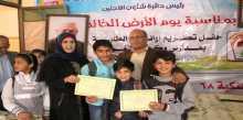 اللجنة الشعبية للاجئين برفح توزع منحة الطالب المتفوق