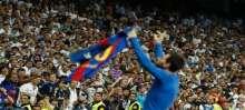 شاهد: مشجع مدريدي يحتفل بهدف ميسي في مدرجات البرنابيو