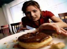 بالفيديو: هذه النصائح لتجنب زيادة الوزن خلال فترة العيد
