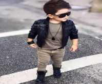 بالصور.. أناقة هذا الطفل تطغى على أناقة أفضل عارضي الأزياء