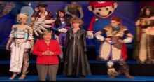 ميركل تلتقط صورة مع مشاهير ألعاب الفيديو