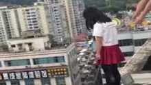 مدرس ينقذ تلميذة من الانتحار في اللحظة الأخيرة