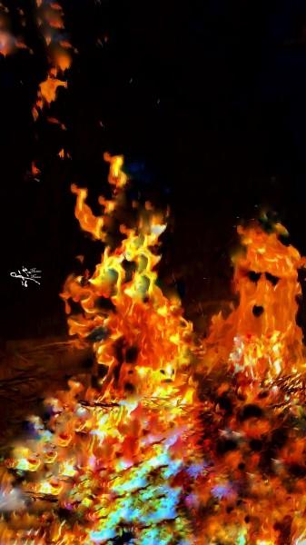 """لوحاته """"النارية"""" تجربة جديدة طرّزها بوجوه الإرهاب المجهولة"""