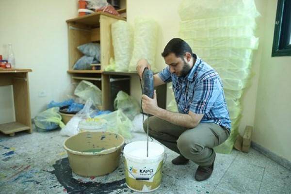 التشكيلي أحمد السحار.. العودة إلى الطبيعة وصناعة اللون