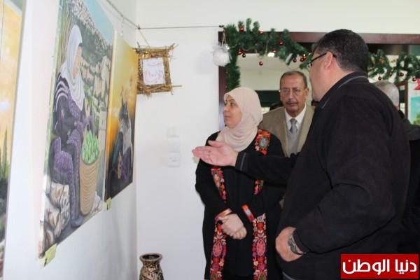 """الفنان التشكيلي الفلسطيني وائل ربيع يفتتح معرضه الفني """"ألوان خلف الجدران"""""""