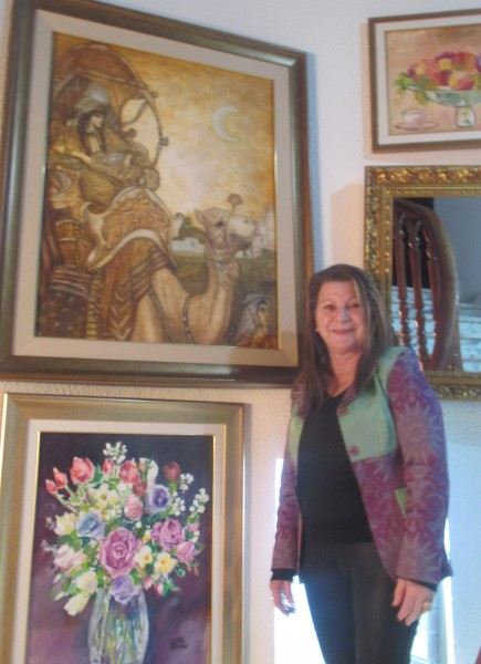 في أعمال الفنانة عائشة الزوالي  لوحات متعددة الألوان و الأشكال