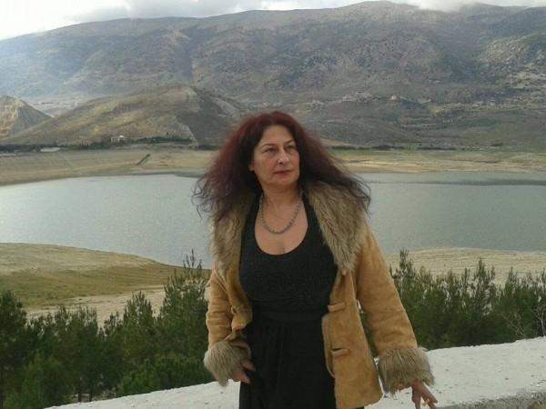 فاطمة منصور:انا بنت الحروب الاهلية وعانيت من كثرة النزوح