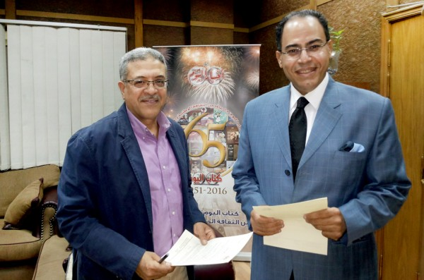 توقيع عقد كتاب مقاتلون وجواسيس للكاتب الصحفى شريف عارف