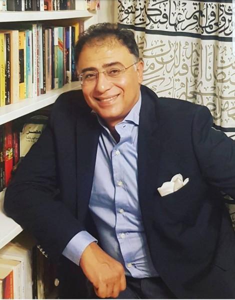 الروائي أشرف العشماوي في قفص الإتهام