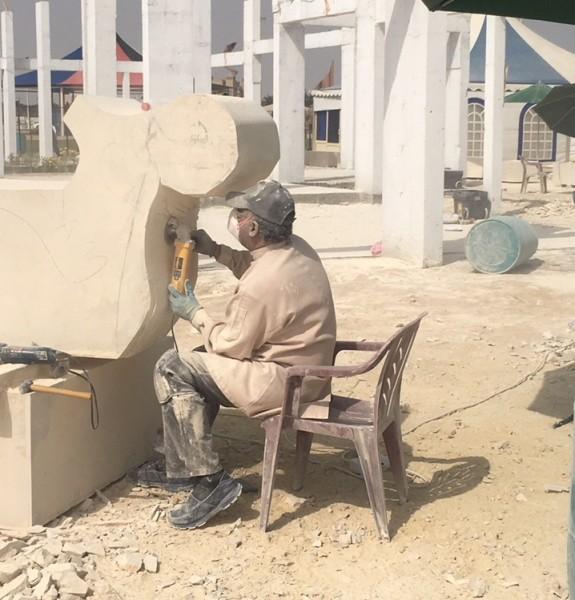النحات عصام جميل : أتبنى الحجر  وأصقله حتى يصبح فكرة وحدث في الفراغ